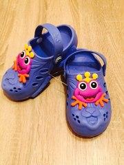 Яркие стильные кроксы сандалии для детей и взрослых